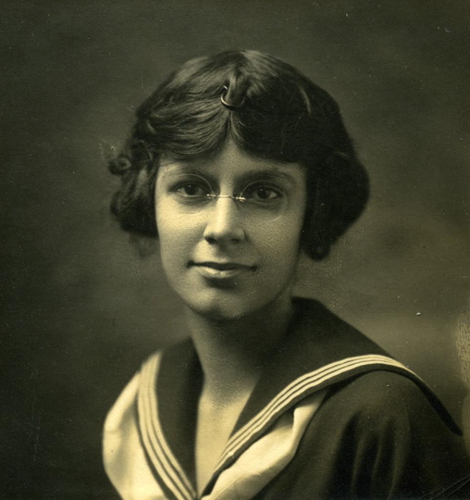 Isabel McLennan (McMeekin) portrait. 1919 (?) X_099_workers_2490_mod.jpg