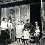 Photo of 9 members of the Ritchie family.
