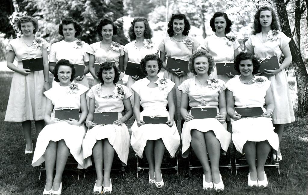 Seniors [girls] 1947. [nace_1_056b.jpg]