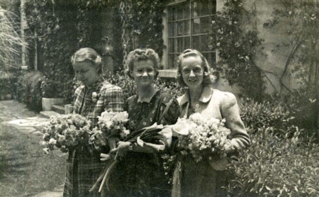 1936_mexico_047. Gladys Morris, Georgia Ayers, Fern Hall.